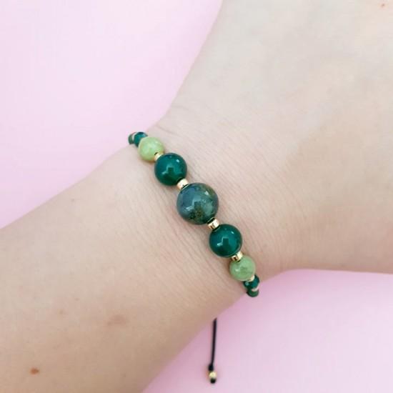 Zielona bransoletka na sznurku z agatu ze złotymi kuleczkami