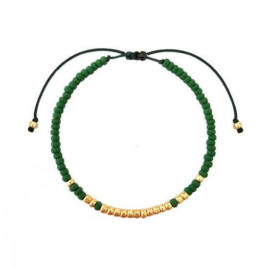 Zielona bransoletka na sznurku z drobnych koralików ze złotymi kuleczkami