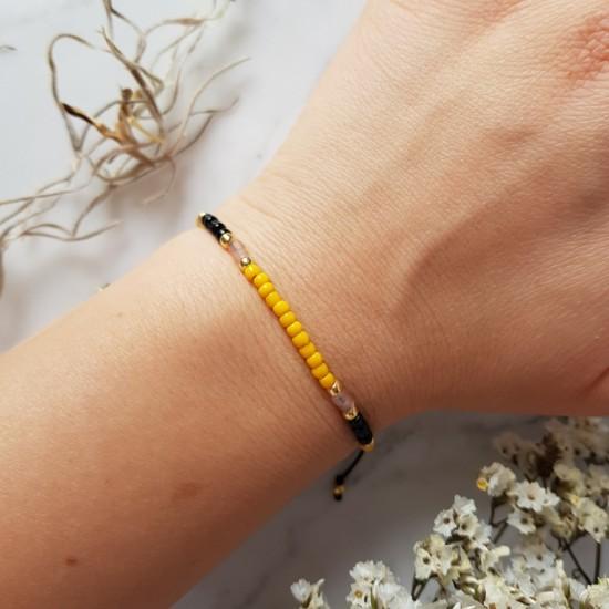 Żółta bransoletka na sznurku z drobnych koralików