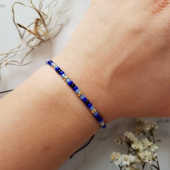 Niebieska bransoletka na sznurku z drobnych koralików