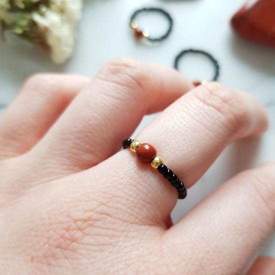 Pierścionek elastyczny czerwony jaspis Black and red jasper